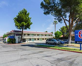 Motel 6 Barstow - Barstow - Building