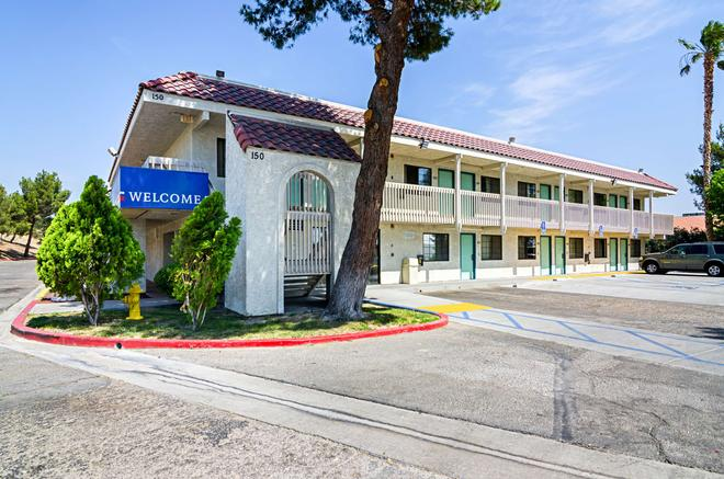 Motel 6 Barstow - Barstow - Rakennus