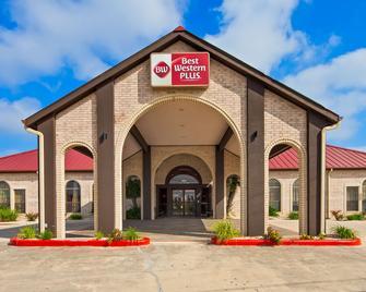 Best Western Plus Fiesta Inn - San Antonio - Building