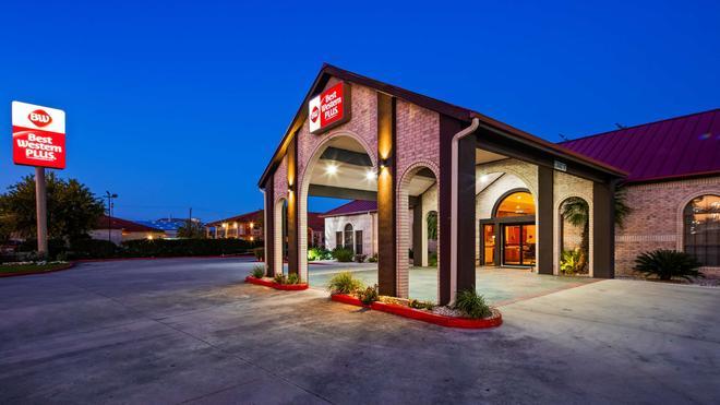 Best Western Plus Fiesta Inn - San Antonio - Edificio