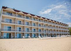 Bayshore Resort - Traverse City - Building