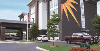 La Quinta Inn & Suites by Wyndham Chattanooga - Lookout Mtn - Chattanooga - Gebäude