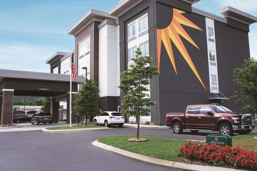 La Quinta Inn & Suites by Wyndham Chattanooga - Lookout Mtn - Chattanooga - Toà nhà