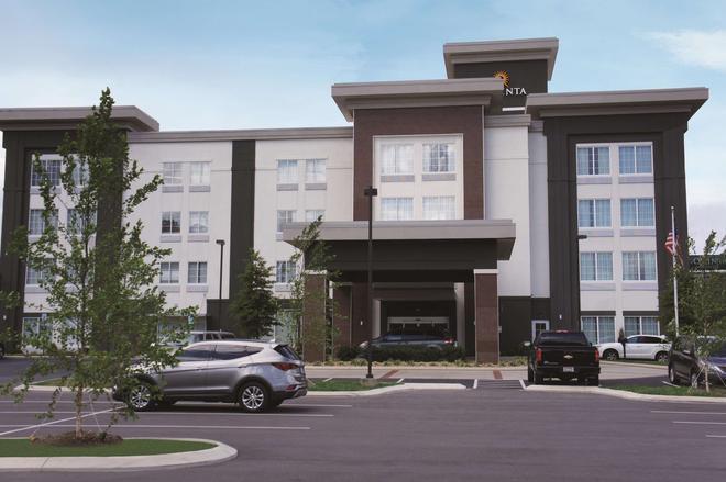 La Quinta Inn & Suites by Wyndham Chattanooga - Lookout Mtn - Chattanooga - Rakennus