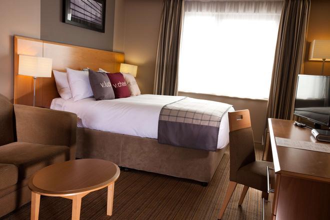 Village Hotel Swansea - Swansea - Bedroom