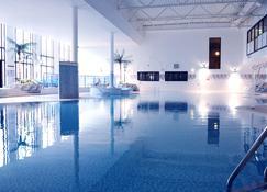 Village Hotel Swansea - Swansea - Pool