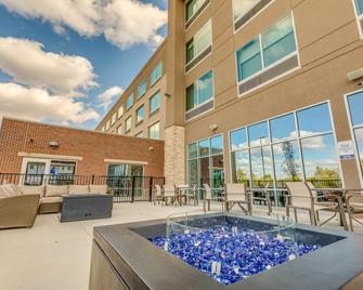 Holiday Inn Express & Suites Okemos - University Area - Okemos - Building