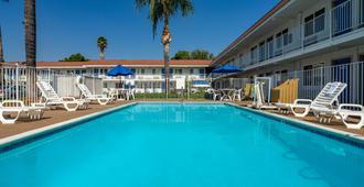 Motel 6 Los Angeles, Ca - Van Nuys North Hills - Los Angeles - Pool