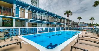 Sea Hawk Motel - מירטל ביץ' - בריכה