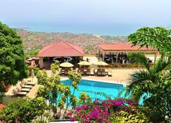 The Country Lodge Complex - Freetown - Zwembad