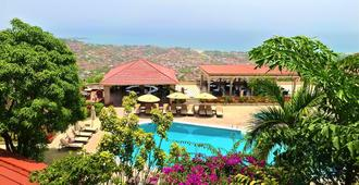 The Country Lodge Complex - Freetown