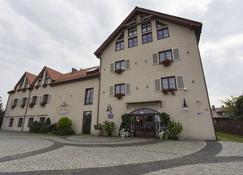 Villa Estera - Hotel & Restauracja - Pruszków - Gebäude