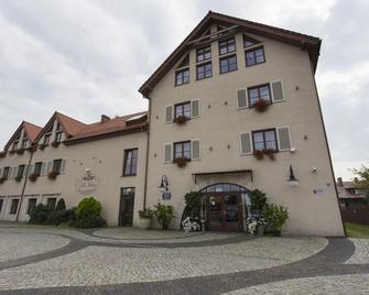 Villa Estera - Hotel & Restauracja - Pruszków - Gebouw