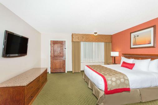 Ramada by Wyndham Elko Hotel at Stockmen's Casino - Elko - Bedroom