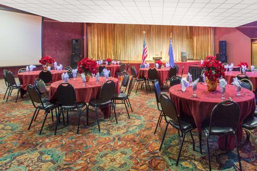 Ramada by Wyndham Elko Hotel at Stockmen's Casino - Elko - Banquet hall