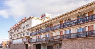 Ramada by Wyndham Elko Hotel at Stockmen's Casino - אלקו