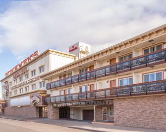 Ramada by Wyndham Elko Hotel at Stockmen's Casino - Elko - Building