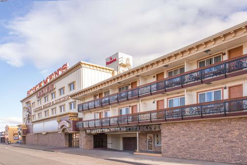 Ramada by Wyndham Elko Hotel at Stockmen's Casino - Elko - Toà nhà