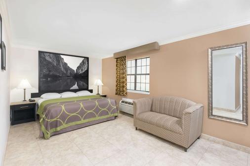 Super 8 Mcallen/Downtown - McAllen - Bedroom