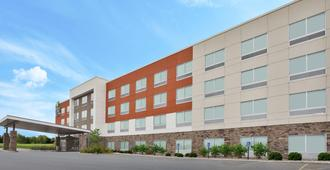 Holiday Inn Express & Suites Parkersburg East - Parkersburg