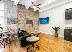Gorgeous Apartments in Merchant Lofts by Hosteeva - New Orleans - Living room