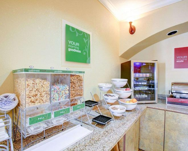 Comfort Suites Brenham - Brenham - Buffet