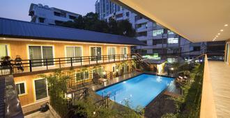 Resort M - Mrt Huai Kwang - Bangkok - Piscina
