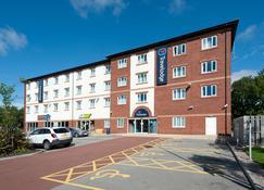 Travelodge Warrington Gemini - Warrington - Building