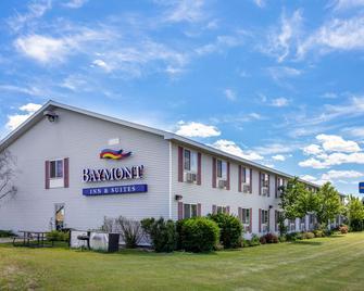 Baymont Inn & Suites Marinette - Marinette - Building