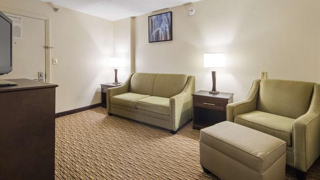 Best Western River City Hotel - Decatur - Living room