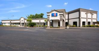 Motel 6 Philadelphia Northeast - Philadelphia - Building