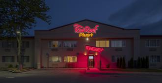 Red Roof Plus+ Poughkeepsie - Покипси
