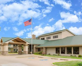 AmericInn by Wyndham Ankeny/Des Moines - Ankeny - Building