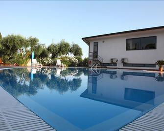 Medimare Residence Club - Patti - Pool