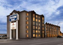 Travelodge Hotel by Wyndham Saskatoon - Saskatoon - Edificio