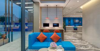 Holiday Inn Express Shanghai Jiading Center - שנחאי - לובי