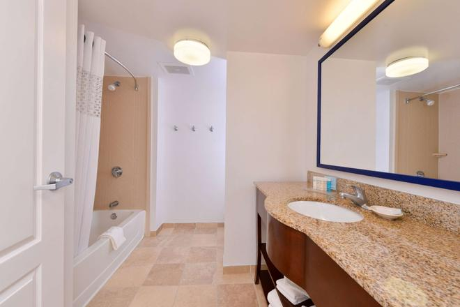 Hampton Inn & Suites Plymouth - Plymouth - Μπάνιο