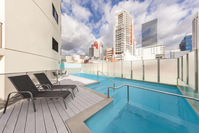 Adina Apartment Hotel Perth - Barrack Plaza - Perth - Pool