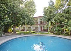 Hotel Boyeros - ไลบีเรีย - สระว่ายน้ำ