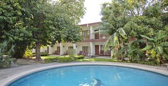 Hotel Boyeros - Liberia - Pool