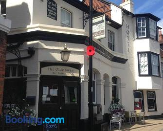 The Olde Swan Hotel - Chertsey - Building