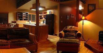 Gaynors' Resort - Whitefish - Wohnzimmer