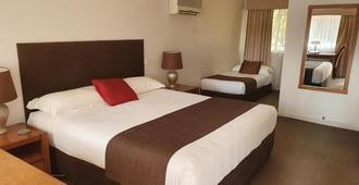 Mcnevins Tamworth Motel - Tamworth - Bedroom