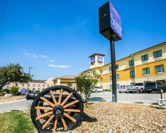 Sleep Inn & Suites Near Palmetto State Park - Gonzales - Building