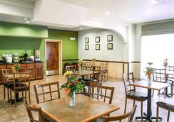 Sleep Inn and Suites Palmetto ST Park - Gonzales - Ravintola