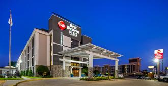 Best Western Plus Dallas Love Field North Hotel - Dallas - Building