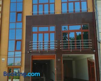 Vila Adriano - Турда - Building