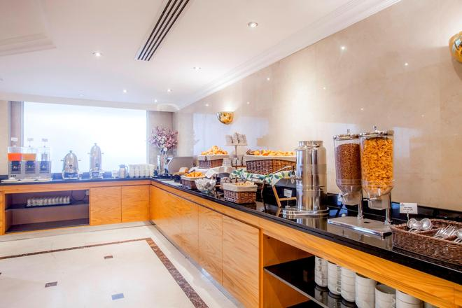 Golden Sands Hotel Apartments - Dubai - Buffet