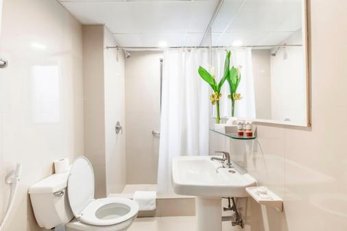 Golden Sands Hotel Apartments - Dubai - Bathroom