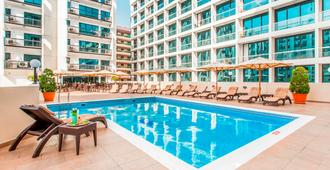 Golden Sands Hotel Apartments - Dubai - Piscina